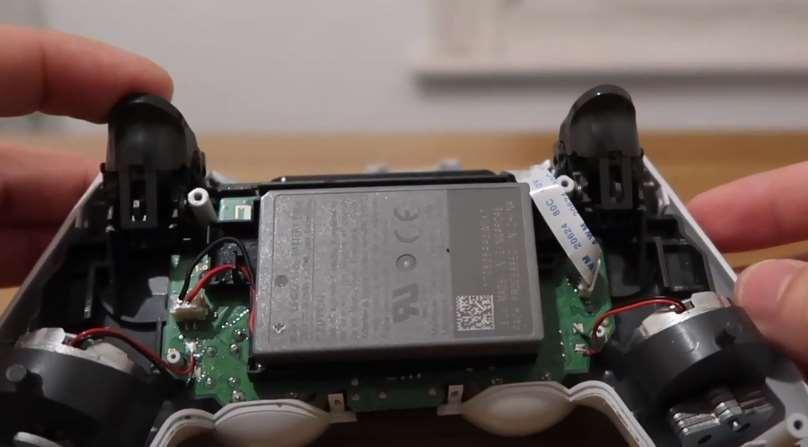 faux contrôleur PS4 - Vérifiez la batterie