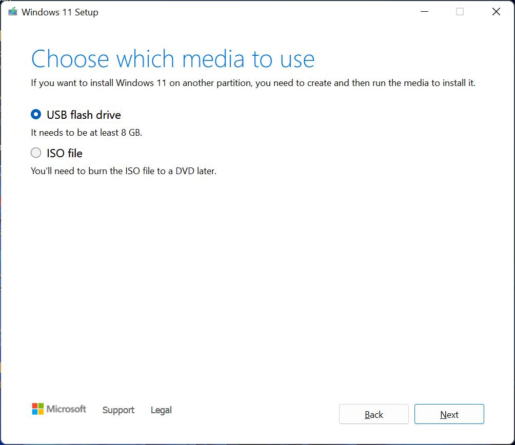 sélectionnez le lecteur flash USB pour créer un support d'installation Windows 11